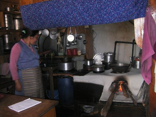 villager-with-new-eco-friendly-stove_13105015233_o.jpg (1)